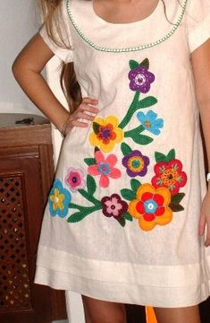 Ideas For Embroidery Designs Machine Embroidery Designs Machine Blouse Hand Embroidery Dress, Hand Embroidery Videos, Embroidery On Clothes, Embroidered Clothes, Embroidery Fashion, Applique Dress, Machine Embroidery Designs, Diy Fashion, Ideias Fashion