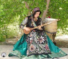 Qashqai female musician