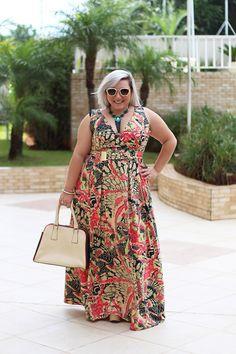 vestido longo plus size estampado #slimmingbodyshapers Great!! Plus size fashion styles / beauty Bbw big beautiful woman with confidence. Curves swag confidence and attitude slimmingbodyshapers.com