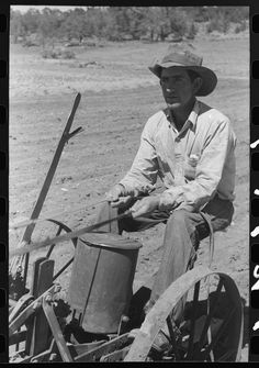 Planting beans, Pie Town, New Mexico, photographer Russell Lee, June 1940 Vintage Photographs, Vintage Photos, Pie Town, Agricultural Engineering, White Tractor, Corn Crop, Crop Protection, Dust Bowl, Vintage Pictures