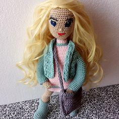 Háčkovaná panenka s umělými vlásky převlékací Crochet Dolls, Character, Art, Craft Art, Kunst, Gcse Art, Crochet Doilies, Sanat