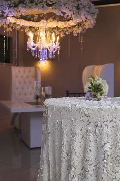 Floral chandelier and sequin linens by @selarom