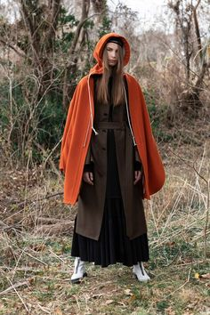 Y's Fall 2019 Ready-to-Wear Fashion Show Collection: See the complete Y's Fall 2019 Ready-to-Wear collection. Look 46 Vogue Russia, Models, Yohji Yamamoto, Fashion Show Collection, Ready To Wear, Raincoat, Runway, Normcore, Glamour