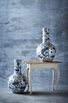like the texture on the wall  From Ralph Lauren Home's RLH Collection, a pair of blue and white Chinese vases next to a sweet antique-inspired side table. Blue And White China, Blue China, Love Blue, White Houses, White Porcelain, Shades Of Blue, White Decor, Vases Decor, White Rooms