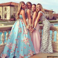 fa55099136e1c5e5f575dbdf717677de--prom-picture-ideas-for-friends-group-poses-prom-picture-ideas-for-bestfriends.jpg 640×638 pixels