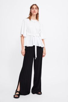 FLOWING TOP WITH TIE DETAIL White Long Sleeve Dress, Lace Dress With Sleeves, Bell Sleeve Dress, Zara Tops, Black And White Style, Bow Tops, Size 16 Dresses, Office Fashion, Shirt Blouses