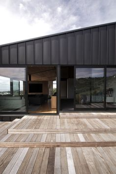 New Zealand studio Architects' Creative designed 'Ophir', a hillside dwelling in Christchurch constructed from black zinc, rough concrete and cedar wood. Zinc Cladding, House Cladding, Exterior Cladding, Facade House, Cladding Ideas, Roof Design, Exterior Design, House Design, Concrete Architecture