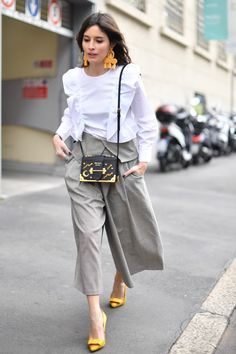 Milan Fashion Week Street Style, the culottes is still in style this spring/summer Milan Fashion Week Street Style, Street Style Edgy, Milan Fashion Weeks, Street Style Looks, Street Chic, Paris Street, Fashion Mode, Look Fashion, Womens Fashion