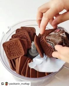 """1,287 Beğenme, 15 Yorum - Instagram'da Lezzet Kareleri (@lezzet.kareleri): """"@pacikanin_mutfagi • • • Hayırlı geceler Sadece 4 malzemeyle çok kolay bisküvili çikolatalı pasta…"""""""