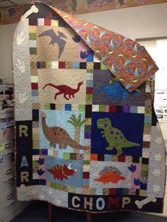 Kids quilt-dinosaurs Boys Quilt Patterns, Quilt Square Patterns, Beginner Quilt Patterns, Square Quilt, Quilting Patterns, Quilting Ideas, Baby Clothes Quilt, Baby Boy Quilts, Children's Quilts