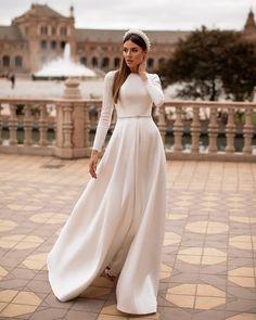 Simple Wedding Dress With Sleeves, Plain Wedding Dress, Modest Wedding Gowns, Wedding Dress Organza, Wedding Dress Sleeves, Bridal Dresses, Dresses With Sleeves, Off White Wedding Dresses, Stunning Wedding Dresses