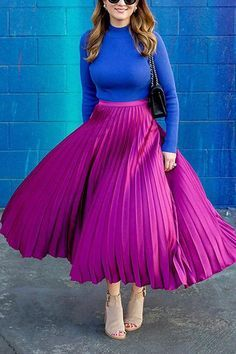 Pink Skirt Outfits, Pleated Skirt Outfit, Pleated Midi Skirt, Maxi Skirts, Metallic Pleated Skirt, Satin Skirt, Fashion Week, Look Fashion, Fashion Outfits