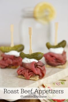 roast beef piled high on top of a Triscuit with creamy yogurt horseradish sauce with dill pickle, perfect filling appetizers for any occasion Roast Beef Appetizers, Cold Appetizers, Appetizer Dips, Appetizers For Party, Appetizer Recipes, Italian Appetizers, Appetisers, Party Snacks, Clean Eating Snacks