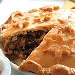 Classic Tourtiere for Eight (with potato), Canadian Living: This classic is usually made with ground pork, often with the addition of potatoes for thickening. Mushrooms are unconventional, but tourti? fans will be happy with the extra flavour. Canadian Living Recipes, Canadian Dishes, Canadian Food, Pastry Recipes, Pie Recipes, Cooking Recipes, Christmas Dishes, Christmas Baking, Christmas Recipes