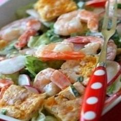 Salad with scrambled eggs and shrimp
