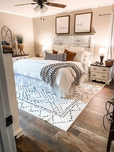 Master Room, Farmhouse Master Bedroom, Master Bedroom Makeover, Spare Bedroom Ideas, Master Bedroom Decorating Ideas, Farmhouse Style Bedding, Farmhouse Bedroom Furniture, Dream Bedroom, Home Bedroom