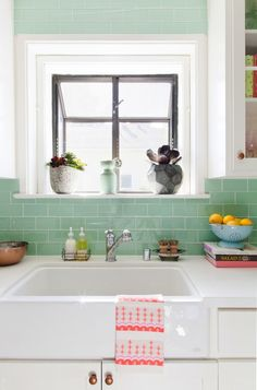 Obsessed with this aqua tile backsplash