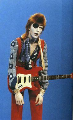 ziggy not playing guitar. Bowie as Ziggy Stardust Angela Bowie, Anthony Kiedis, Lauryn Hill, Glam Rock, David Jones, Freddie Mercury, Duncan Jones, The Thin White Duke, Tribute