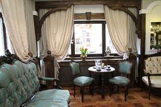 Designerul Marinela Filip a transformat mobila veche pentru decorul clasic al pensiunii de lângă Castelul Bran