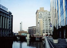 1978 view looks north down the Milwaukee River toward Wisconsin Avenue from the Michigan Street bridge. Gimbel's department store on the left. Milwaukee Skyline, Milwaukee Road, Wisconsin, Michigan, New York Skyline, Transportation, River, History, Historia