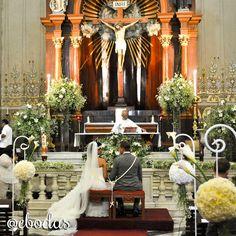 #wedding #ebodas #love. Décoración con nube, lillis blancas y esferas de claveles con alcatraces. Boda organizada por Six Sens en Yucatán.