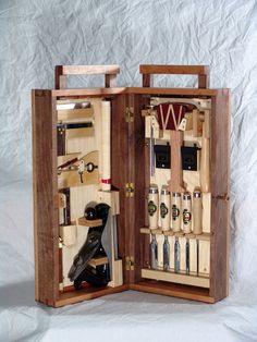 Caixa de Ferramentas / Dovetail Toolbox - by Reddial @ LumberJocks.com ~ woodworking community