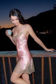 Пеньюар - Жіноча нижня білизна в ілюстраціях Sexy Lingerie dc3e75e84d0ea