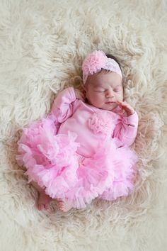 This newborn baby girls outfit is the perfect take home outfit for your baby girl. Outfit includes pink newborn bodysuit with pink chiffon poof and includes matching headband AND newborn pettiskirt. N