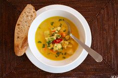 Trines indiske kyllingsuppe - ENEstående Mat Thai Red Curry, Soups, Ethnic Recipes, Food, Essen, Soup, Meals, Yemek, Eten