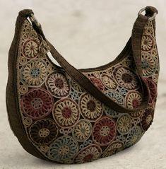 Brown flowered Thread Crochet Bag - no pattern. Crochet Shell Stitch, Crochet Tote, Crochet Handbags, Crochet Purses, Thread Crochet, Crochet Crafts, Hand Crochet, Knit Crochet, Clutch