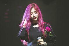 Kim Minji being a goddess
