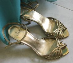 golden sandals Golden Sandals, Old Movies, Wedding Attire, Fashion Advice, Vintage Inspired, Celebrities, Heels, Bags, Shopping