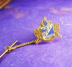 This Coat of arms tie tack is crafted in gold plate metal with enamel based highlights. This is the Time to be thinking of the upcoming holidays and what better way then that something for the men that have everything! This would be a great idea because it is Vintage and not something you can buy Everyday. OR perhaps Just A perfect addition to a collection. Boxed for gift giving; gift wrapped on request. Maker: unknown Material: gold plate, enamel Size: see photo Weight: light Condition: In…