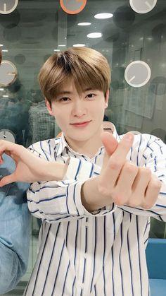 yes he is holdin my heart Kim Jung, Jung Yoon, Korean Haircut, Park Ji Sung, Valentines For Boys, Jung Jaehyun, Jaehyun Nct, Boyfriend Goals, Pretty Men