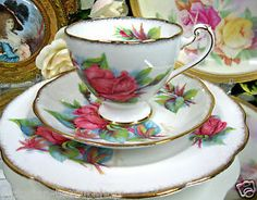 ROSLYN TEACUP RENDEZVOUS PATTERN TEA CUP AND SAUCER TRIO