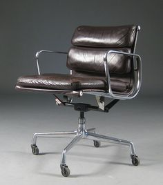 Charles Eames. Softpad kontorstol by Lauritz.com Oslo, via Flickr
