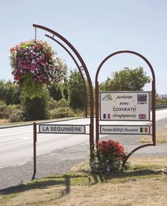 city entrance atech www. Flower Boxes, Flowers, Urban Furniture, Hanging Baskets, Entrance, Cities, Wreaths, Green, Decor