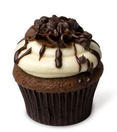 Rocky Road – Our signature chocolate cupcake with pecans folded into the batter, topped with marshmallow buttercream, a dollop of chocolate buttercream, mini chocolate chips and chocolate ganache drizzle.