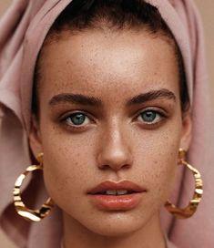 New skin beauty photography freckles Ideas Mode Inspiration, Makeup Inspiration, Fashion Inspiration, Beauty Photography, Portrait Photography, Photography Women, Silvester Make Up, Make Up Gesicht, Beauty Makeup