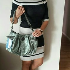 *Price Drop* NWT Vera Wang Handbag This Vera Wang Handbag is in mint condition, never been used! Has a large pocket on each side. Along with 2 pockets on the inside & one zippered pocket inside as well. Gorgeous faux alligator print.  NWT*** Vera Wang Bags Totes