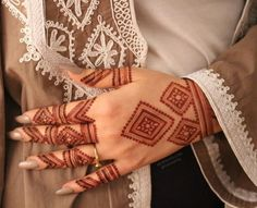 Are you looking for some fascinating design for mehndi? Or need a tutorial to become a perfect mehndi artist? Henna Hand Designs, Mehandi Designs, Mehndi Designs Finger, Mehndi Designs For Girls, Mehndi Designs For Beginners, Modern Mehndi Designs, Mehndi Design Pictures, Mehndi Designs For Fingers, Beautiful Mehndi Design
