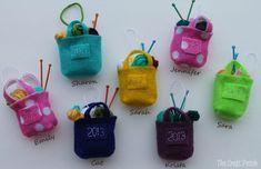 The Craft Patch: Miniature Knitting Bag Christmas Ornament Christmas Bags, Felt Christmas, Handmade Christmas, Christmas Crafts, Christmas Ornaments, Christmas Recipes, Christmas Ideas, Knitting Room, Knitting Paterns