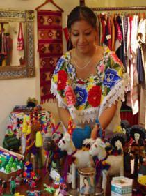 yucatan mexico tour´s Mayan arts and crafts:Tho Boutique at Hacienda Chichen in Chichen Itza, Yucatan.