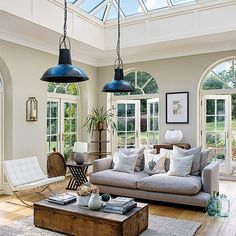 A mix of styles spanning modern country to sleek minimalism work beautifully together in this generous orangery Coastal Living Rooms, Coastal Homes, Living Room Interior, Cozy Living, Interior Design Companies, Home Interior Design, Porches, Conservatory Decor, Conservatory Interiors