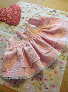 Sewing Clothes Kids Barbie Dolls 30 Super Ideas - Image 22 of 25 Sewing Doll Clothes, Baby Doll Clothes, Sewing Dolls, Barbie Clothes, Diy Clothes, Girl Dolls, Barbie Dolls, Couture Bb, Doll Dress Patterns