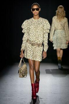 Zadig & Voltaire Spring 2020 Ready-to-Wear Fashion Show - Vogue 2020 Fashion Trends, Fashion Week, Fashion 2020, Fashion Show, Cozy Fashion, Unique Fashion, Womens Fashion, Paris Fashion, Classy Fashion