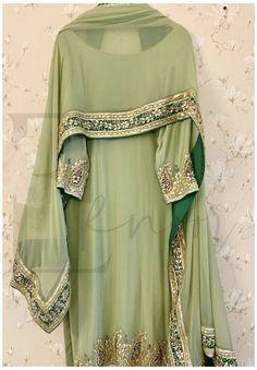 Dress Indian Style, Indian Fashion Dresses, Indian Designer Outfits, Abaya Style, Pakistani Fashion Party Wear, Pakistani Outfits, Pakistani Clothing, Punjabi Fashion, Women's Fashion