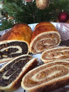 dessert recipes Hungarian Beigli - Christmas Poppy Seed and Walnut Roll Cake Hungarian Beigli is a traditional walnut and poppy seed roll which is served in many Hungarian families at Hungarian Desserts, Hungarian Cuisine, Hungarian Recipes, Hungarian Food, Hungarian Cake, Hungarian Cookies, Croatian Cuisine, Austrian Recipes, Slovak Recipes