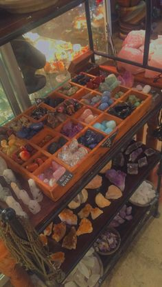 Witch Aesthetic, Aesthetic Room Decor, Crystals And Gemstones, Stones And Crystals, Crystal Aesthetic, Estilo Hippie, Indie Room, Crystal Healing Stones, Room Ideas Bedroom