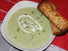 Karcsi főzdéje: Medvehagymás karfiol krémleves sajtos pirítóssal Empanadas, Hummus, Curry, Ethnic Recipes, Food, Curries, Essen, Empanada, Meals